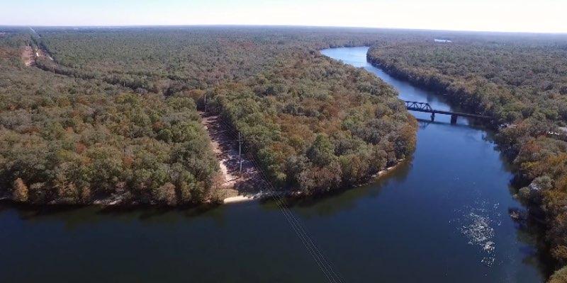 フロリダ州で売られているウォーターフロントの土地
